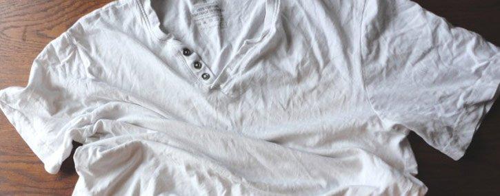Como secar el pelo rizado con una camiseta (plopping).